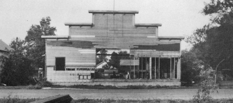 Dismantling the hall in 1954, front view.